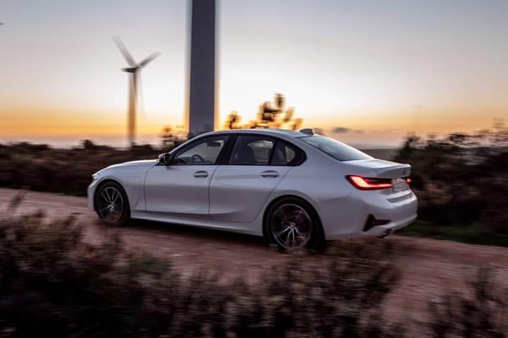 2019 BMW 330e plug-in hybrid tanıtıldı