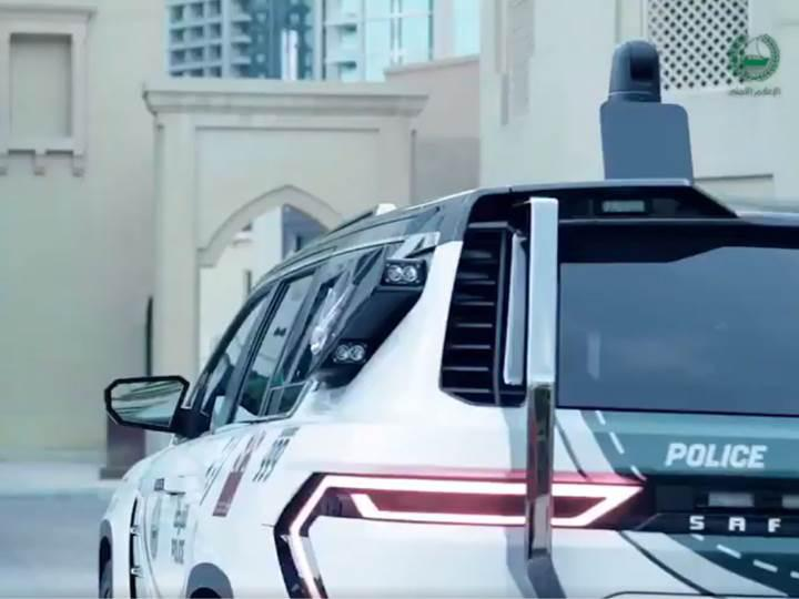Dubai polisi, dünyanın en gelişmiş polis araçlarından birini filosuna ekledi