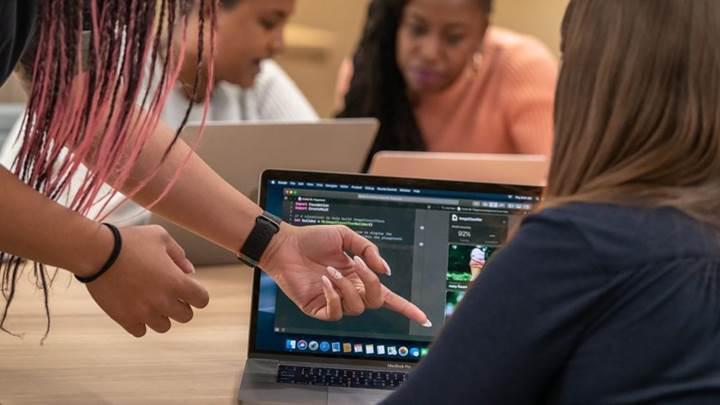 Apple kadınlara yönelik girişimcilik kampı başlatıyor