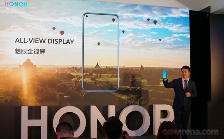 Honor View 20, ekran içerisinde ön kamerasıyla birlikte gösterildi