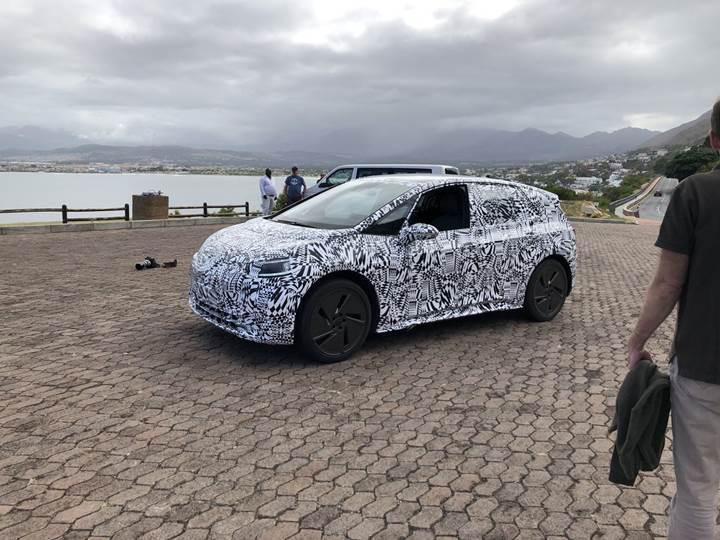 Volkswagen'in elektrikli hatchback modeli test edilirken görüntülendi