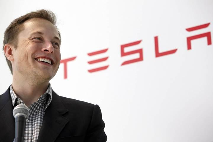 Elon Musk'tan orta okul öğrencilerine 423 bin dolarlık laptop kıyağı