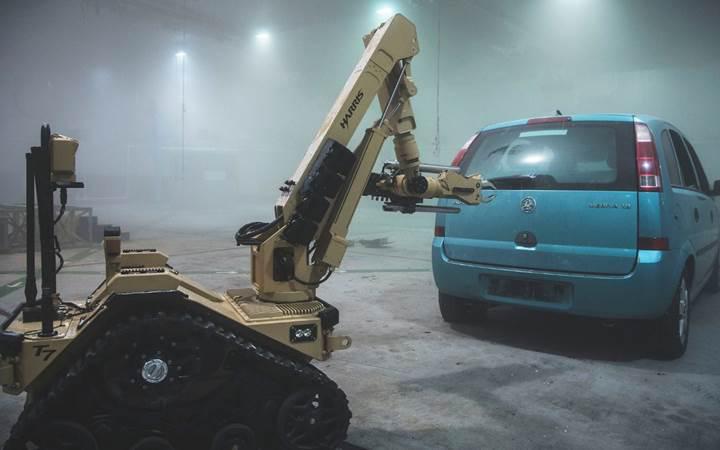 İngiliz ordusu yüksek teknoloji ürünü bomba imha robotları satın alıyor