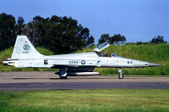 Tayvan, eski savaş uçağı motorlarını seyir füzelerinde kullanacak