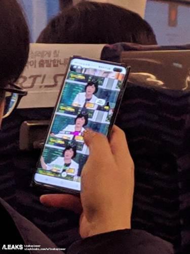 Samsung Galaxy S10 Plus'ı çalışırken gösteren bir fotoğraf yayınlandı