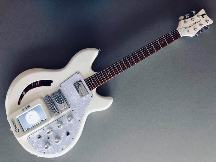 Raspberry Pi ile harmanlanmış gitar konsepti ile tanışın