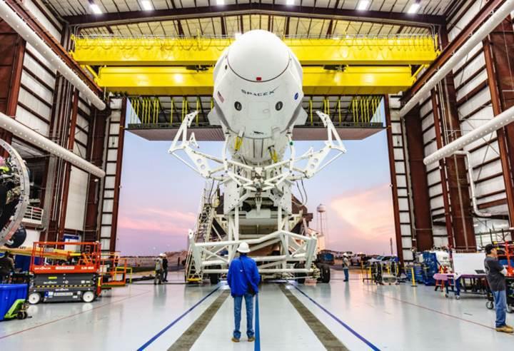 SpaceX, Crew Dragon'un roketlerini deneme maksatlı ateşledi! Test uçuşu Şubat ayında gerçekleşebilir