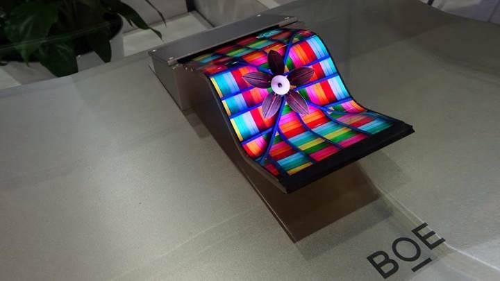 BOE, AMOLED ekran üretiminde LG'yi geçerek Samsung'u yakaladı