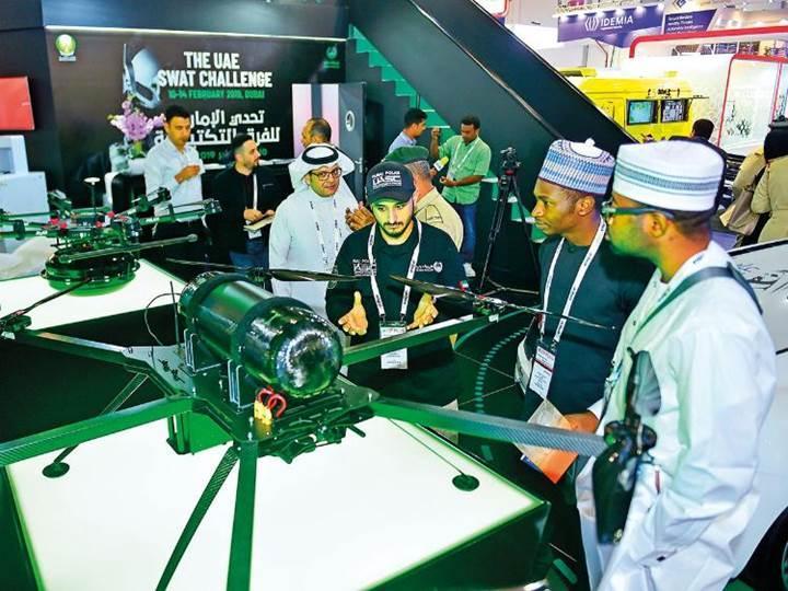 Dubai polisinin hidrojen destekli Drone'u 3 saat havada kalabiliyor