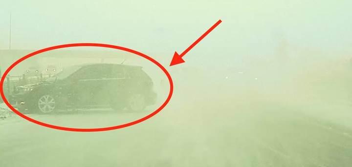 Tesla otopilot kar fırtınasında muhtemel bir kazayı önledi