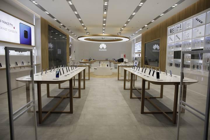 Huawei ülkemizdeki ilk Deneyim Mağazası'nı İzmir'de açtı