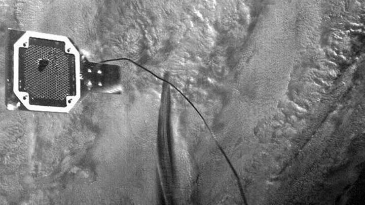 Avrupa'nın prototip uydusu, zıpkınla 'uzay çöpü' yakaladı (VİDEO)
