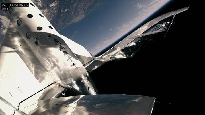 Virgin Galactic, ikinci kez uzaya çıktı: Bu sefer bir de yolcusu vardı
