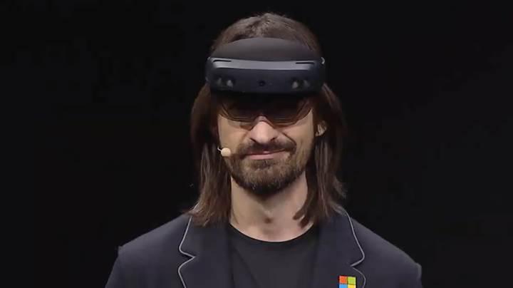 Microsoft, HoloLens'in neden son kullanıcılara satılmadığını açıkladı
