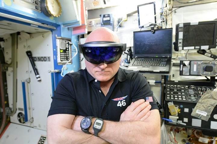 Microsoft çalışanları, şirketin ABD ordusu ile yaptığı HoloLens anlaşmasının iptalini istiyor