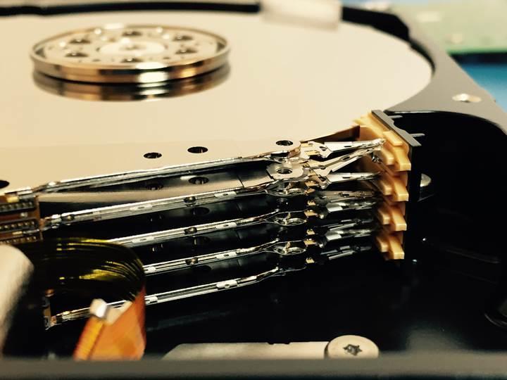 Toshiba 18 TB kapasiteli MAMR HDD'leri üzerinde çalışıyor: Plakalar yine ısıtılacak