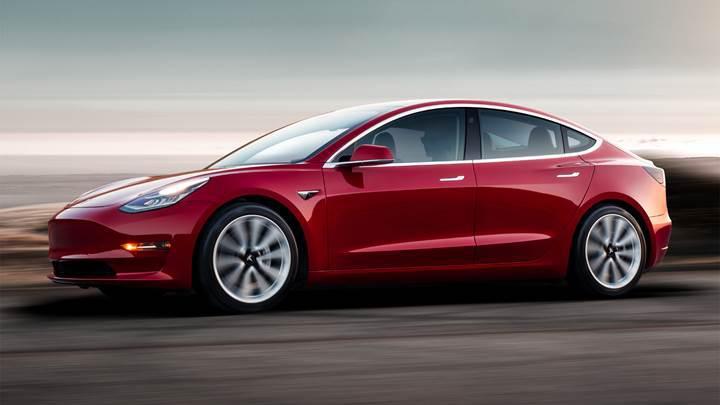 Elon Musk'ın sözünü verdiği ucuz Tesla Model 3 satışa sunuldu