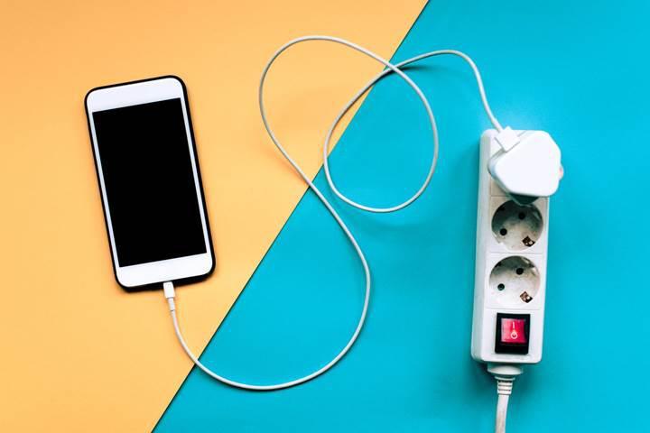 Apple üçüncü parti bataryası olan iPhone modellerini de tamir edecek