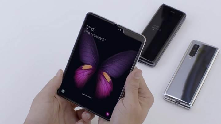 Samsung, katlanabilir telefonu Galaxy Fold için deri kılıf üretecek