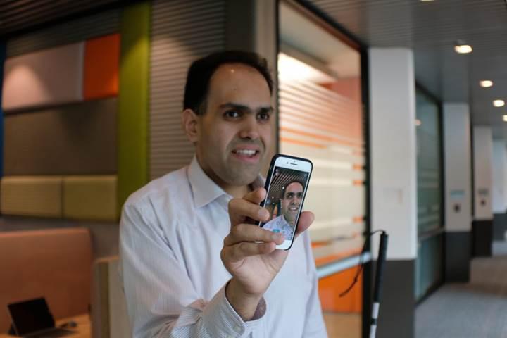 Microsoft'un görme engelliler için geliştirdiği Seeing AI uygulamasına, dokunarak algılama özelliği geldi