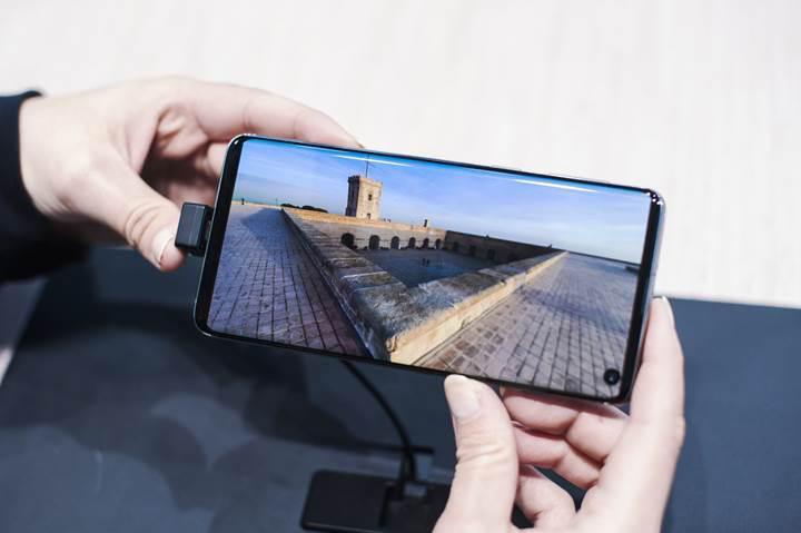 Samsung gelecekteki telefonlarında ön kamerayı ekranın altına gizleyecek
