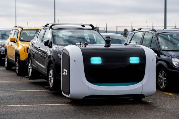 Fransa'daki Lyon Havaalanı'nda otomobilleri artık robot valeler park ediyor