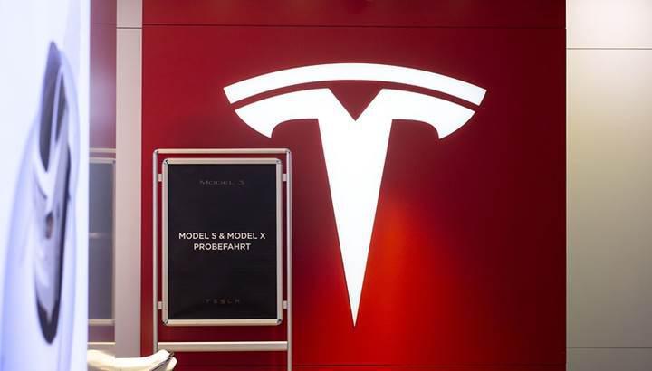 Tesla'nın araç teslim etmeleri için çalışanlarına baskı yaptığı iddia ediliyor