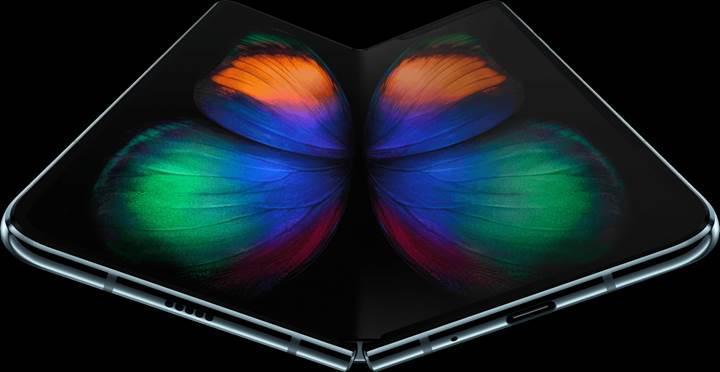 Galaxy Fold'un sızan videosunda, ekranın ortasında katlama izi olduğu görülüyor