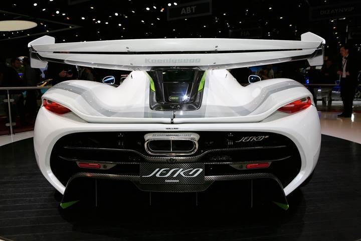 Milyon dolarlık süper otomobil Koenigsegg Jesko, tanıtıldığı gibi yok sattı
