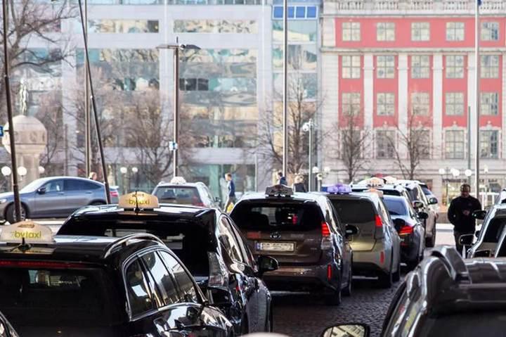 Norveç, elektrikli taksileri için 'kablosuz sarj istasyonları' kuruyor