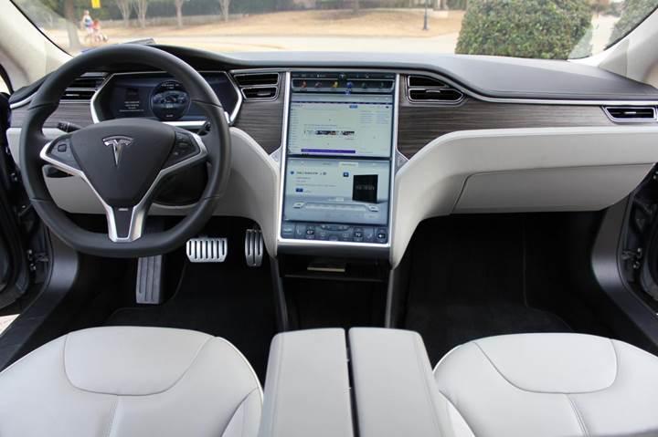 Tesla'nın araç içi internet tarayıcısı Chromium tabanlı oluyor