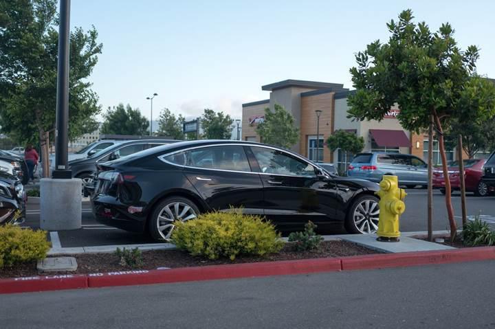 Tesla'nın otomatik park yardım sistemi Enhanced Summon, ABD'de kullanıma sunuluyor