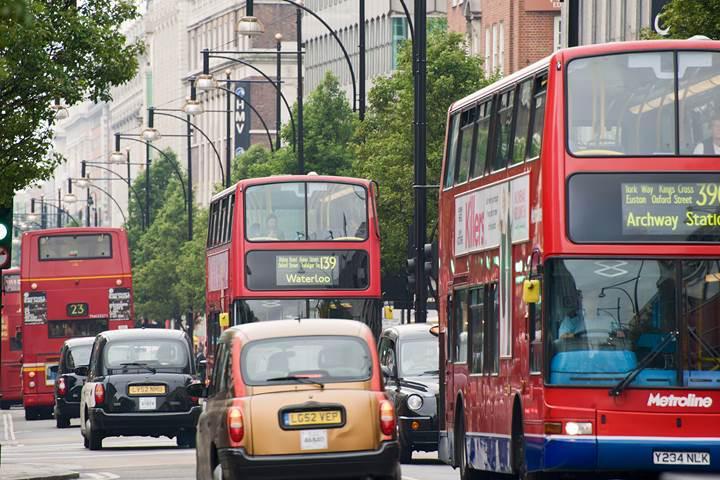 Emisyon standartlarına uymayan araçlar Londra'nın merkezine girişte ücret ödeyecek