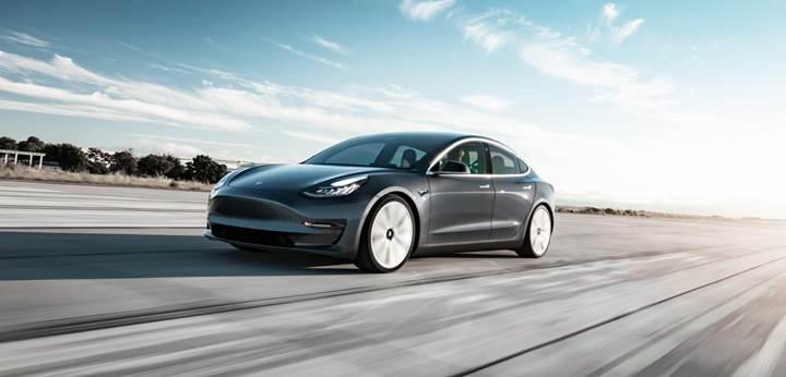 Elon Musk, neden Tesla Model 3'ün içinde kamera olduğunu açıkladı