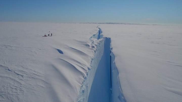 New York'un iki katı büyüklüğünde buzdağı, yakında Antarktika'dan kopacak