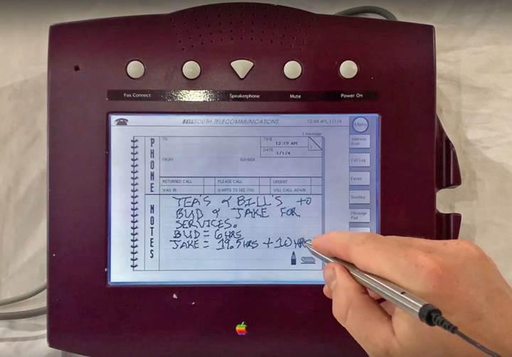Apple'ın 1993'te tanıttığı ancak piyasaya sürmediği W.A.L.T. isimli telefon çalışırken görüntülendi