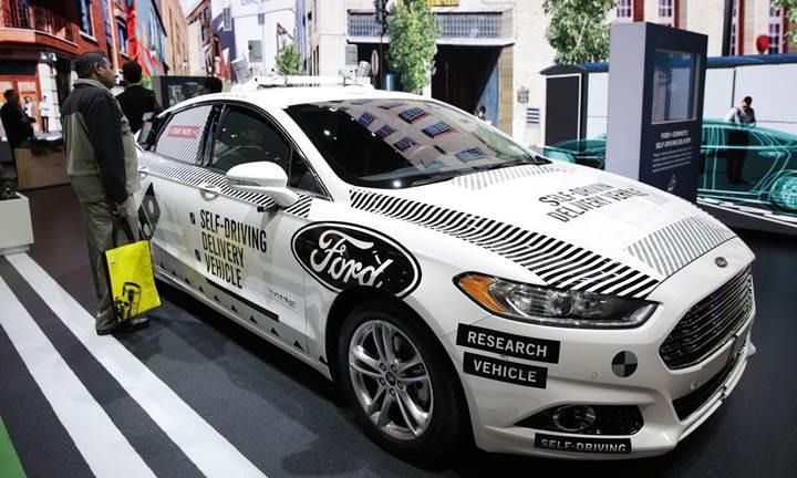 """Ford CEO'su: """"Şirket olarak otonom araçları gözümüzde büyütmüş olabiliriz"""""""