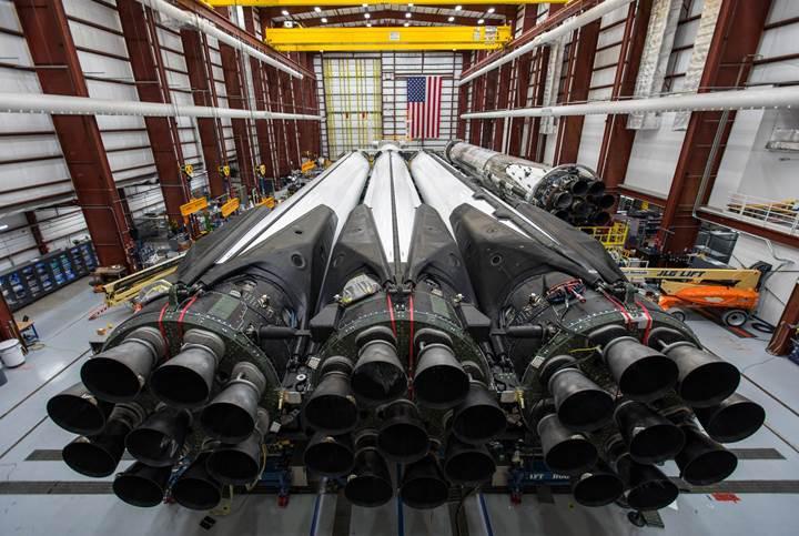 Dünyanın en güçlü roketi Falcon Heavy, ikinci kez uçuyor (Ertelendi)