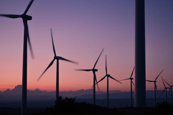 Suudi Arabistan, bölgenin en büyük rüzgâr enerjisi pazarı olma yolunda hızla ilerliyor
