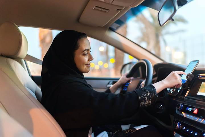 Suudi Arabistan'da Uber kadın şoförlere sadece kadın yolcu alma seçeneği sunuyor