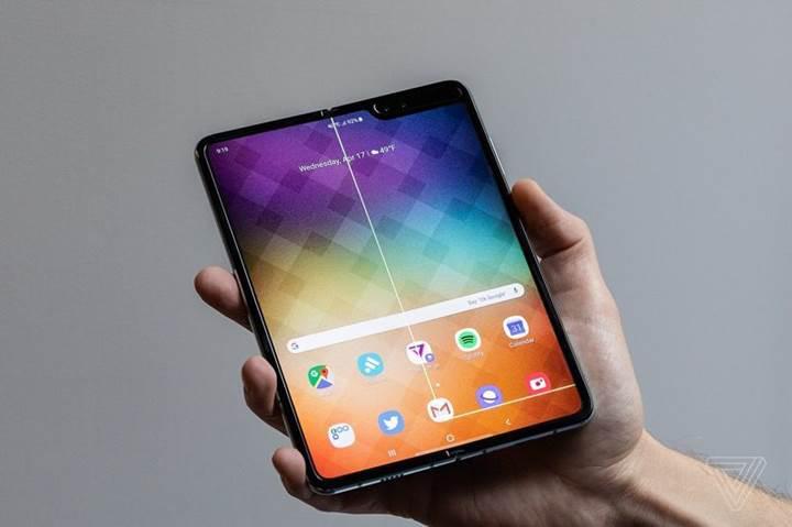 2000$ değerindeki Galaxy Fold modellerinde ekran sorunu başladı