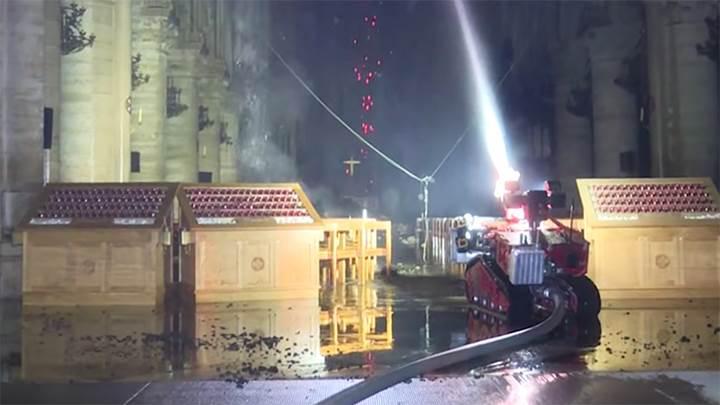 "Notre Dame yangınının söndürülmesinde rol alan robot, ""Colossus"""