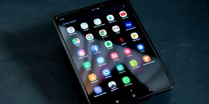 Samsung Galaxy Fold parçalarına ayrıldı: Katlanır mekanizmaya ilk yakından bakış