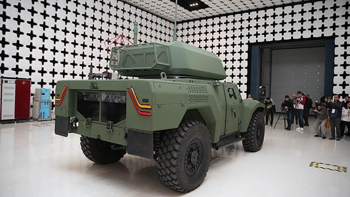 Otokar, Türkiye'nin ilk elektrikli zırhlı aracı Akrep II'yi tanıttı