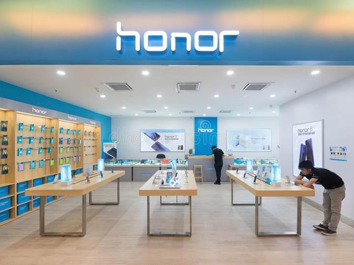 Huawei P30 Pro'nun ucuz versiyonu Honor 20 Pro yeni görseli ile karşımızda