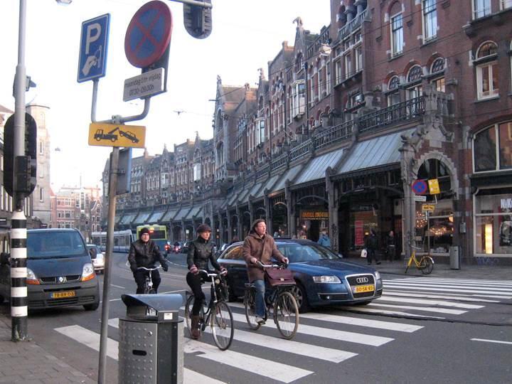 Amsterdam, 2030 yılına kadar benzinli ve dizel araçların yasaklanacağını açıkladı