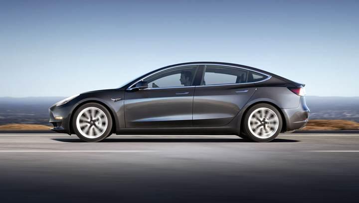 Tesla'nın gelişmiş çağırma özelliğini görev başındayken izleyin