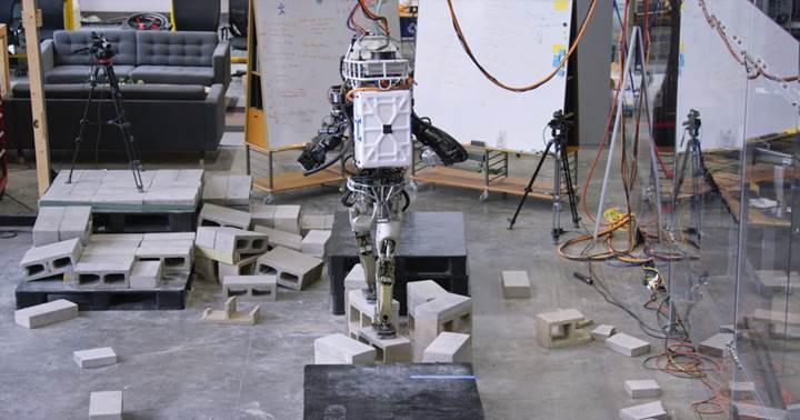 İnsansı robot Atlas bu kez