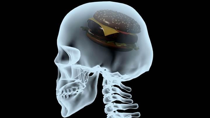 Yağlı yiyeceklerin depresyonu nasıl tetiklediği bulundu