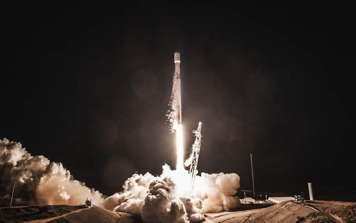 Elon Musk, SpaceX'in internet dağıtıcı 60 uydusundan fotoğraflar paylaştı